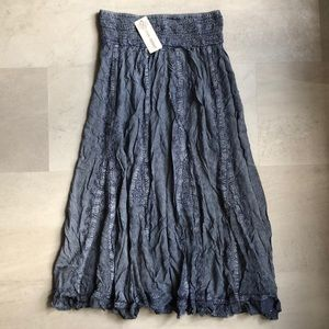 Dresses & Skirts - Denim Colored Skirt With Stitching
